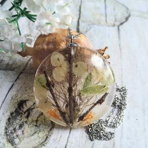 Örök tél nemesacél nyaklánc virágos gyanta medállal, hortenzia, faágak - Meska.hu