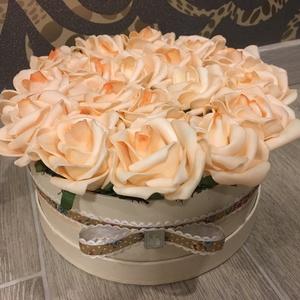 Virágbox, rózsabox barack színű rózsából (Klaudecor) - Meska.hu