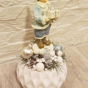 Karácsonyi adventi asztaldísz kis fiúval (Klaudecor) - Meska.hu