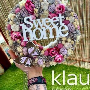Sweet home ajtódísz, kopogtató lepkével, Otthon & lakás, Dekoráció, Lakberendezés, Ajtódísz, kopogtató, Koszorú, Virágkötés, A kopogtató átmérője 20 cm, végleges mérete termésekkel kb. 23-24 cm. Szalma koszorú az alapja, mely..., Meska