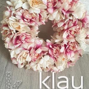 Selyemvirág ajtódísz, kopogtató , Otthon & lakás, Dekoráció, Lakberendezés, Dísz, Ajtódísz, kopogtató, Virágkötés, A kopogtató  végleges mérete virágokkal kb. 25-26cm. Szalma koszorú az alapja, melyet juta anyaggal ..., Meska