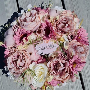Selyemvirág ajtódísz, kopogtató , Otthon & Lakás, Dekoráció, Ajtódísz & Kopogtató, Virágkötés, A kopogtató  végleges mérete virágokkal kb. 26cm. Szalma koszorú az alapja, melyet juta anyaggal von..., Meska