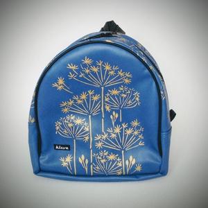 """Classic blue hátizsák arany mintával, Táska, Divat & Szépség, Táska, Válltáska, oldaltáska, Laptoptáska, Kosár, Varrás, Festett tárgyak, Klasszikus kékszínű hátizsák, \""""aranyos\"""" növény mintával, amely alkalmas kiránduláshoz, moziba, csak ..., Meska"""