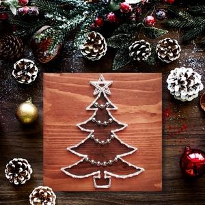 String Art Fehér Karácsonyfa 20x20cm, Karácsonyi dekoráció, Karácsony & Mikulás, Otthon & Lakás, Famegmunkálás, Fotó, grafika, rajz, illusztráció, String Art/Fonalgrafika technikával, minőségi alapanyagok felhasználásával készült, 20x20cm-es dekor..., Meska