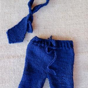 Kék nyakkendős szett (2 részes), Nyakkendő, Férfi ruha, Ruha & Divat, Kötés, Kék nadrág nyakkendővel (0-2 hó).\n\nTermékeim mindegyike kézzel készült és  mindegyikbe igyekszem bel..., Meska