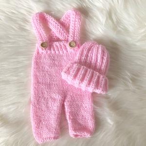Újszülött nadrág sapkával, Ruha & Divat, Babaruha & Gyerekruha, Babafotózási ruha és kellék, Újszülött  kézzel kötött nadrág sapkával babafotózáshoz.  0-2 hónapos méret (babarózsaszín) ..., Meska