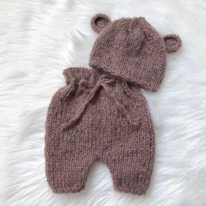 Újszülött nadrág sapkával, Ruha & Divat, Babaruha & Gyerekruha, Babafotózási ruha és kellék, Kötés, Újszülött  kézzel kötött nadrág sapkával babafotózáshoz. \n0-2 hónapos méret \n, Meska