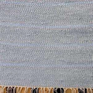 Szürke-kék csíkos szőnyeg, , Szövés, Újrahasznosított alapanyagból készült termékek, Varroda pamut szabászati hulladékából készült szőnyeg.\nMéret: 63 x 165 cm\nTisztítás. Mosógépben legf..., Meska