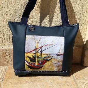 Kék műbőr táska hajókkal  /válltáska /oldal táska /kézitáska , Táska & Tok, Kézitáska & válltáska, Varrás, Sötétkék műbőr táska egy szép egyedi hajós festményt ábrázoló textillel.\nEgyedi, könnyed táska. \nVál..., Meska