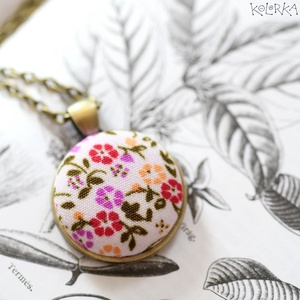 Réti Virágok - alap medál, Medál, Nyaklánc, Ékszer, Ékszerkészítés, Mindenmás, Apró színes réti virágokkal tarkított nyaklánc.\n\nMinőségi textilből készítettem. Sokféle szín kavaro..., Meska