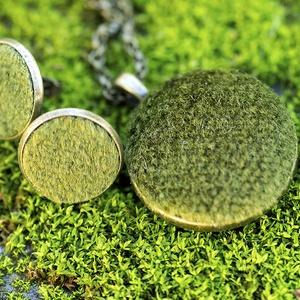 Zöld moha - Bársony ékszerszett, Ékszerszett, Ékszer, Ékszerkészítés, Mindenmás, Pihe-puha zöld bársonyból készítettem ezt a szettet. A textil fénye és sötét moha zöld színe miatt e..., Meska