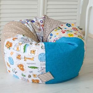 """Vidám színű, \""""süppedős\"""" patchwork babzsákfotel - KAMASZ MÉRET - kék, klasszikus formájú babzsák tiniknek, Bútor, Otthon & lakás, Babzsák, Gyerek & játék, Gyerekszoba, Varrás, Egyedi tervezésű, vidám színű patchwork babzsákfotel kamasz méretben. Klasszikus forma, egyedi kivit..., Meska"""