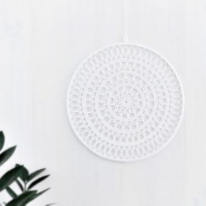 Mandala ablakdísz, falidísz, horgolt lakásdekoráció 25 cm, Lakberendezés, Otthon & lakás, Dekoráció, Esküvő, Horgolás, Hófehér horgolt mandala ablak- vagy falidísz\n\nA termék 100% pamut fonalból készült, a befejező sorba..., Meska