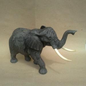 """elefánt, Dísztárgy, Dekoráció, Otthon & Lakás, Famegmunkálás, Több rétegű hársfába faragott \"""" szerencsehozó elefánt\'. Az elkészítés után páccal és finom csiszolás..., Meska"""