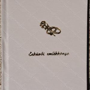 Esküvői emlékkönyv, Esküvő, Otthon & lakás, Nászajándék, Naptár, képeslap, album, Jegyzetfüzet, napló, Az esküvői emlékkönyv hagyományos módon, fűzve, egészvászon kötéssel készült A/5-ös méretben, 80 old..., Meska