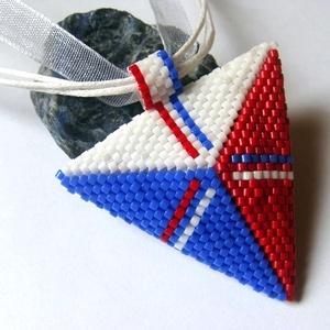 Piros-fehér-kék  háromszög medálos nyaklánc (korallkata) - Meska.hu