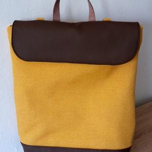 Minimál hátizsák sárga/barna színben valódi bőr pántokkal, Táska, Hátizsák, Bőrművesség, Varrás, Mustársárga/barna  színű, szövetből készült minimál stílusú hátizsák, állítható hosszúságú valódi b..., Meska