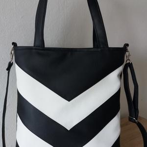 Fekete/fehér textilbőr táska, Táska, Válltáska, oldaltáska, Varrás, Fekete/fehér textilbőrből készült táska. A táskát 2 féleképpen lehet hordani.  A hosszúpánt szabály..., Meska
