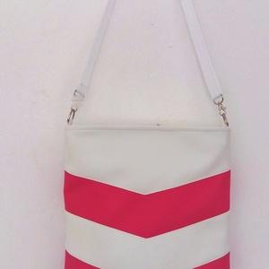 3 in 1 Hátizsák/váll és oldaltáska, Táska, Hátizsák, Válltáska, oldaltáska, Varrás, Fehér/rózsaszín textilbőrből készült táska. A táskát 3 féleképpen lehet hordani, attól függően hogy..., Meska