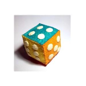 Nagy dobókocka gyapjúfilcből , Készségfejlesztő & Logikai játék, Játék & Gyerek, Varrás, Teljes egészében kézzel varrtam aprólékos munkával ezeket a dobókockákat.\nMinden oldala más színű, i..., Meska