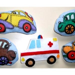 Járművek ~ hűtőmágnes szett, Gyerek & játék, Játék, Otthon & lakás, Konyhafelszerelés, Hűtőmágnes, Dekoráció, Varrás, Hímzés, Filc és pamuttextil  felhasználásával készültek ezek a járművek. Tömőanyaggal  béleltem és belsejébe..., Meska