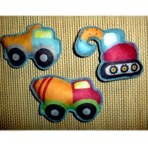 Járművek ~ hűtőmágnes szett ( 3 db ), Otthon & Lakás, Konyhafelszerelés, Hűtőmágnes, Varrás, Hímzés, Gyapjúfilc felhasználásával készültek ezek a járművek. Tömőanyaggal  béleltem és belsejébe erős mágn..., Meska