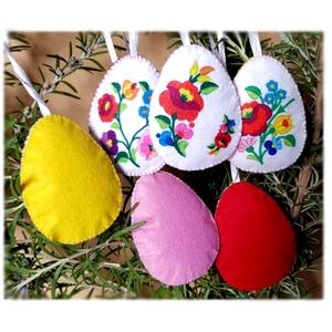 Népi motívumos húsvéti  tojások , Otthon & Lakás, Dekoráció, Varrás, Hímzés, Egészében kézzel varrtam aprólékos munkával ezeket a tojásokat. Filc anyagól készültek  és tömőanyag..., Meska