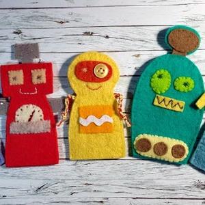 Robotok ujjbáb szett  , Játék & Gyerek, Bábok, Ujjbáb, Varrás, Hímzés, Teljes egészében kézzel varrtam ezeket a különleges robot bábocskákat gyapjúfilcből.\n\nbábok mérete 8..., Meska