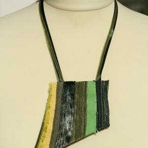 Textil nyaklánc - zöld-sárga, Ékszer, Nyaklánc, Medálos nyaklánc, Ékszerkészítés, Varrás, Meska
