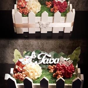 Tavaszi kert, Otthon & lakás, Dekoráció, Dísz, Lakberendezés, Asztaldísz, Mindenmás, Ezt az asztaldíszt egy kerítésszerű ládába komponáltam össze 1-1 selyemvirággal, hungarocell bogyók..., Meska