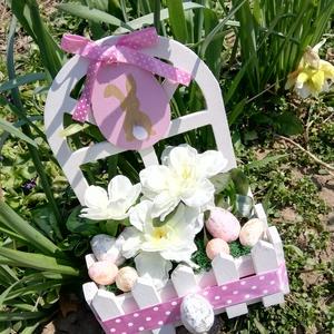 Tojásos kert asztaldísz, Otthon & lakás, Dekoráció, Ünnepi dekoráció, Húsvéti díszek, Virágkötés, Varázsolj ünnepi hangulatot asztaldíszemmel!\nMérete: 25*20*10cm, Meska