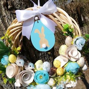 Kék madárkás kopogtató, Otthon & lakás, Dekoráció, Ünnepi dekoráció, Húsvéti díszek, Virágkötés, A kopogtatót 20cm-es vesszőalapra készítettem és termésekkel, madárkákkal, virágokkal díszítettem ki..., Meska