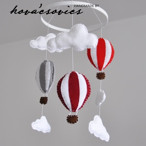 Hőlégballonos kiságyforgó/Babaforgó - Piros/Szürke/Bordó, Gyerek & játék, Gyerekszoba, Mobildísz, függődísz, Varrás, Hőlégballon kiságyforgó \nEgyedi, kézzel készített kiságyforgó\n\nAz első dolog, amit a gyermeked felke..., Meska