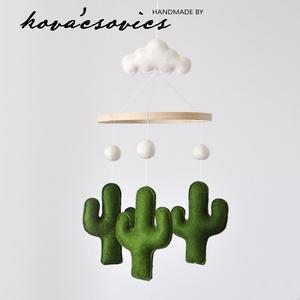 Kaktuszos kiságyforgó/Babaforgó - Fehér(krém)/zöld, Gyerek & játék, Gyerekszoba, Mobildísz, függődísz, Varrás, Kaktusz kiságyforgó \nEgyedi, kézzel készített kiságyforgó\n\nA kaktuszok színeit Te választhatod! Rend..., Meska