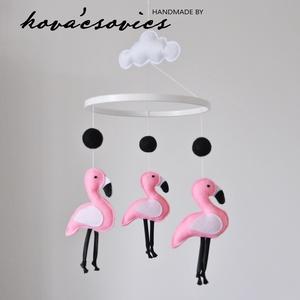 Flamingós kiságyforgó/Babaforgó - Fehér, rózsaszín, Gyerek & játék, Gyerekszoba, Mobildísz, függődísz, Varrás, Flamingós kiságyforgó \nEgyedi, kézzel készített kiságyforgó\n\nAz első dolog, amit a gyermeked felkelé..., Meska