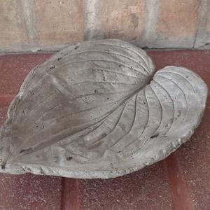 Levél alakú beton tálka (KovirozsaDekor) - Meska.hu