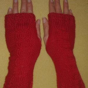 Kézzel kötött ujatlan kesztyű piros, Ruha & Divat, Sál, Sapka, Kendő, Kesztyű, Kötés, Piros gyapjú fonalból kötöttem ezt az ujjatlan kesztyűt, a hűvösebb reggeleken jól jöhet. A kesztyű ..., Meska
