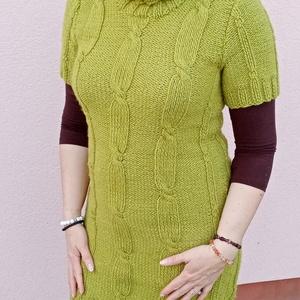 Kézzel kötött tunika, ruha - zöld, Ruha & Divat, Női ruha, Kötés, Kézi kötéssel készült kellemes zöld színben ez az M méretű tunika, ruha. Tetszés szerint farmerrel, ..., Meska