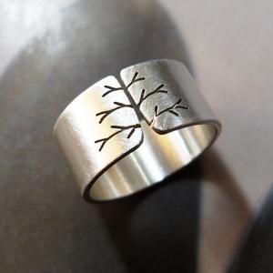 Fa ezüst gyűrű (10mm széles, matt), Ékszer, Kerek gyűrű, Gyűrű, Gyűrű fa mintával, Sterling ezüstből. Fűrészelt, hajlított, mattra csiszolt.   Szélesség 10mm, anyag..., Meska