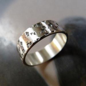 Ezüst karikagyűrű (rusztikusra kalapált), Ékszer, Gyűrű, Ékszerkészítés, Rusztikusra kalapált Sterling ezüst karikagyűrű. Finoman natikolt.\n\nSzélessége: 6mm\nAnyagvastagság: ..., Meska