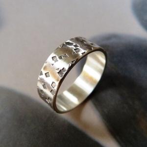 Ezüst karikagyűrű (rusztikusra kalapált) - esküvő - ékszer - karikagyűrű - Meska.hu