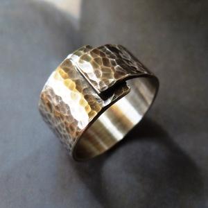 Rusztikus kalapált ezüst gyűrű , Ékszer, Fonódó gyűrű, Gyűrű, Rusztikus gyűrű kalapált mintával, Sterling ezüstből. Fűrészelt, hajlított, kalapált, oxidált, polír..., Meska