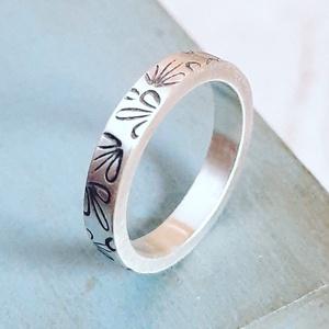Vastag ezüst karikagyűrű leveles mintával, Ékszer, Kerek gyűrű, Gyűrű, Ékszerkészítés, Ötvös, Meska