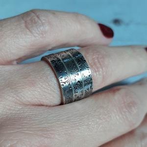 Vastag ezüst karikagyűrű pitypang mintával (Kreagora) - Meska.hu