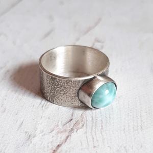 Larimár ezüst gyűrű , Ékszer, Gyűrű, Ékszerkészítés, Ötvös, Ovális larimár követ foglaltam Sterling ezüstbe. A gyűrűsín rusztikus. Finoman antikolt, polírozott...., Meska