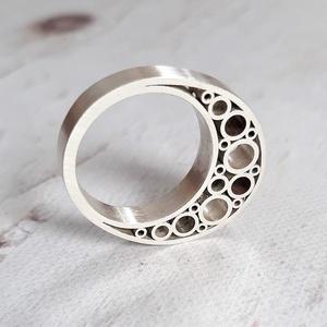 Modern ezüst gyűrű 5., Ékszer, Gyűrű, Ékszerkészítés, Ötvös, Modern, geometrikus Sterling ezüst gyűrű különböző méretű csövekből kialakított mintával..\n\nKét réte..., Meska