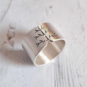 Életfa ezüst gyűrű (12mm széles, szatén) , Ékszer, Gyűrű, Kerek gyűrű, Fémmegmunkálás, Ötvös, Meska