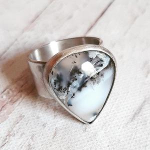 Merlinit ezüst gyűrű , Ékszer, Gyűrű, Statement gyűrű, Ékszerkészítés, Ötvös, Csepp alakú merlinit követ foglaltam Sterling ezüstbe. Antikolva, matt befejezéssel.\n\nMéret: 55. A k..., Meska