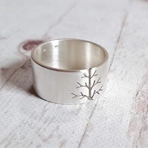 Életfa ezüst gyűrű (10mm széles, szatén) , Ékszer, Gyűrű, Statement gyűrű, Fémmegmunkálás, Ötvös, Meska