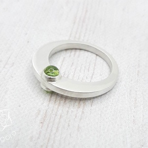 Dupla köves peridot ezüst gyűrű , Ékszer, Gyűrű, Statement gyűrű, Ékszerkészítés, Ötvös, Modern ezüst gyűrű dupla peridot kővel.\nMinden fém része Sterling ezüstből készült.\n\nMéret:\na kövek ..., Meska